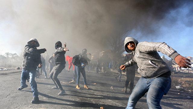 Участники протестов на территории Рамаллы в Палестине. Архивное фото