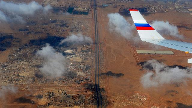 Вид из окна российского самолета на территорию Египта