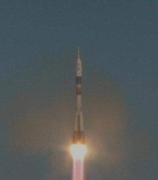 Старт ракеты Союз-ФГ с кораблем Союз МС-07 и новым экипажем МКС