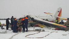 Спасатели работают на месте крушения Ан-2 в Нарьян-Маре. Съемка МЧС
