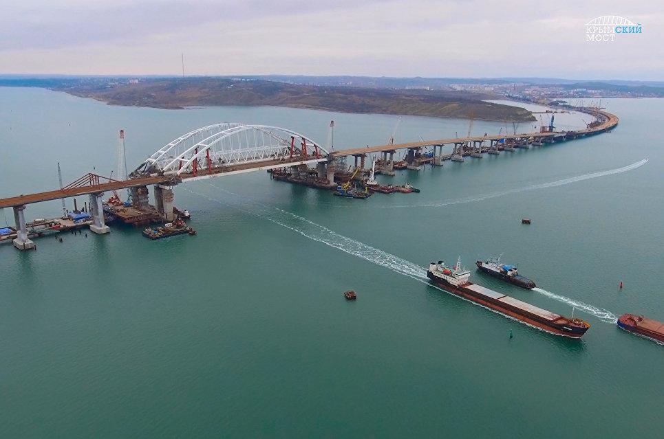 Завершено сооружение пролетов Крымского моста под автодорогу