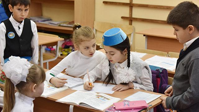 Урок крымско-татарского языка в одной из симферопольских школ. Архивное фото