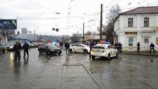 Правоохранители возле отделения Укрпочты в Харькове