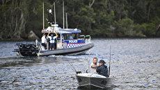 Полиция на месте крушения самолета на реке Хоксбери, Австралия. 31 декабря 2017