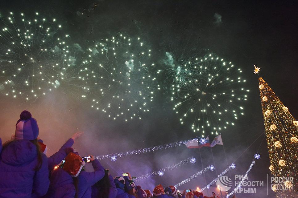 Праздничный салют по случаю встречи Нового 2018 года в МДЦ Артек