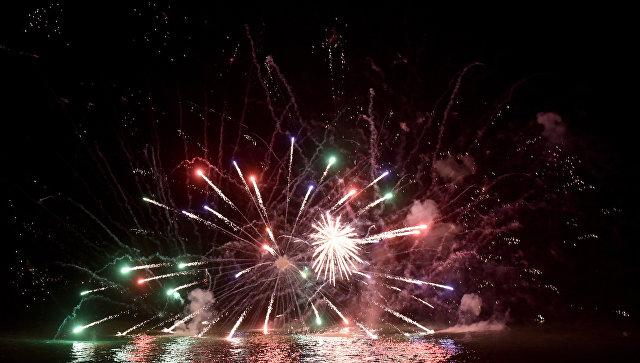 Фейерверк по случаю встречи Нового 2018 года в МДЦ Артек
