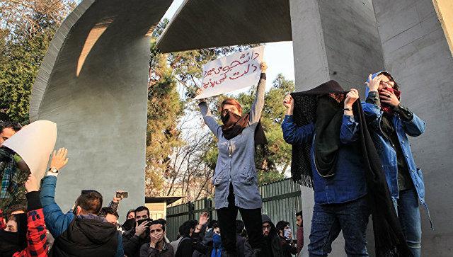Число погибших достигло 10-ти человек— Протесты вИране