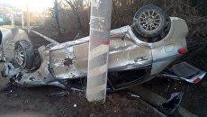 Перевернувшийся автомобиль на трассе Симферополь-Алушта