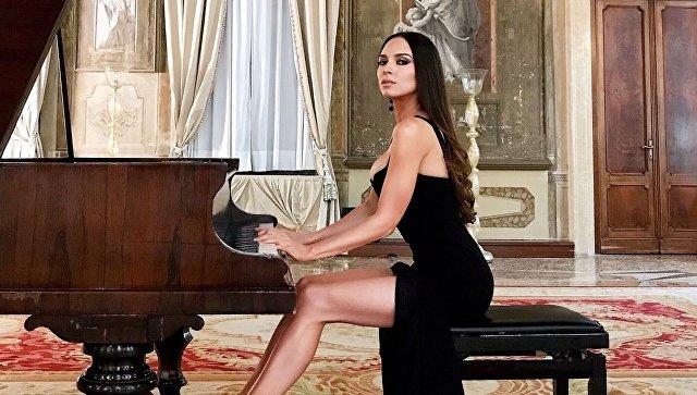 Пианистка Лола Астанова