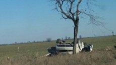 Под Симферополем Cadillac врезался в дерево и перевернулся