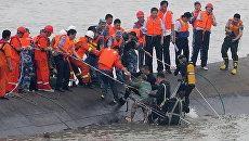 Спасение людей с затонувшего судна в Китае. Архивное фото
