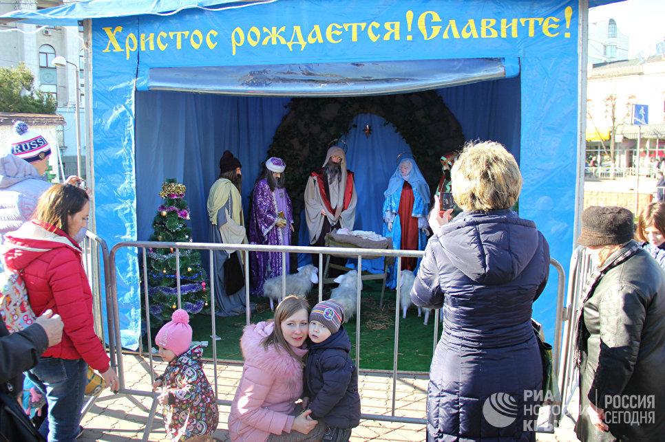 Рождественский вертеп на площади имени Ленина в Симферополе