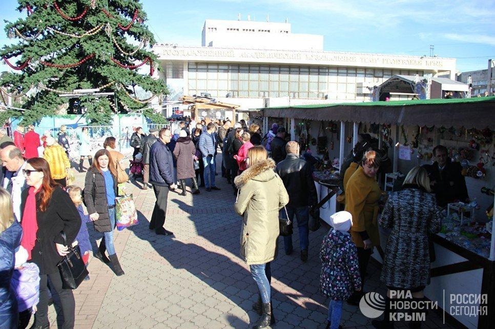 Рождественская ярмарка на площади имени Ленина в Симферополе