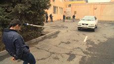 Девушка из Армении протащила прикрепленный к ее волосам автомобиль
