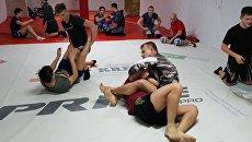 Показательная тренировка бойца MMA Вячеслава Юровских в рамках предпремьерного показа фильма Скиф в Евпатории