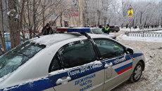 Автомобиль полиции у школы № 127 в Перми
