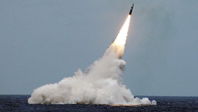 Пуск ракеты подводного базирования Trident