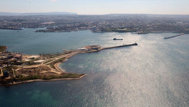Вид на Константиновский форт и Севастопольскую бухту
