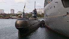 Подводная лодка Запорожье ВМС Украины в Стрелецкой бухте Севастополя. Сентябрь, 2013 год