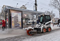 Уборка снега в центре Симферополя