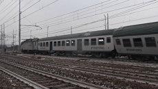 Спасатели эвакуировали пострадавших при сходе с рельсов поезда в Италии