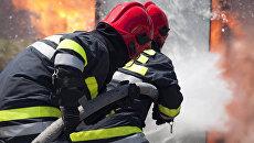 Пожарные работают на месте происшествия