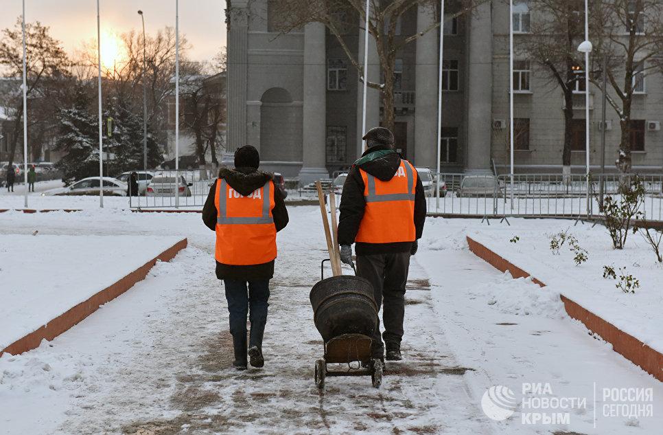 Снежный Симферополь. Уборка города