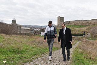 Глава Феодосии Сергей Фомич прогулялся с корреспондентом РИА Новости Крым по городу