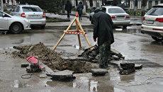 Участок асфальта провалился на перекрестке улиц Серова и Карла Маркса в Симферополе