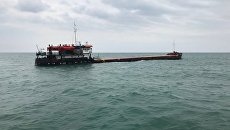 Сухогруз Берг, который получил пробоины у берегов Феодосии в Черном море