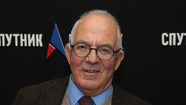 Бывший австралийский посол в Польше и Камбодже, дипломат в Советском Союзе, писатель Тони Кевин в студии радио Спутник в Крыму