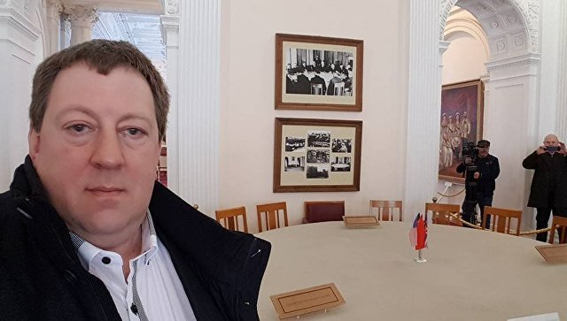 Селфи немецкого депутата Гуннара Линдеманна (Gunnar Lindemann) в Ливадийском дворце