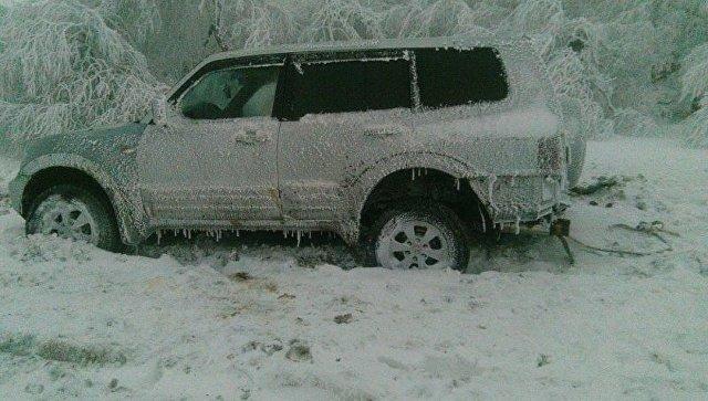 Спасение внедорожника с детьми из снега на Демерджи