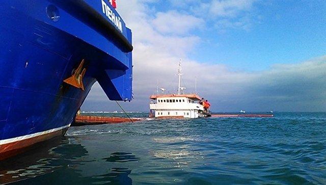 Турецкий сухогруз на мелководье у берегов Феодосии