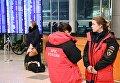 Сотрудницы МЧС России в аэропорту Домодедово. В Московской области потерпел крушение самолет Ан-148 авиакомпании Саратовские авиалинии, вылетевший из Домодедово в Орск.