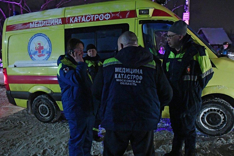 Сотрудники службы медицины катастроф в Раменском районе Московской области, где самолет Ан-148 Саратовских авиалиний рейса 703 Москва-Орск потерпел крушение 11 февраля 2018 года.