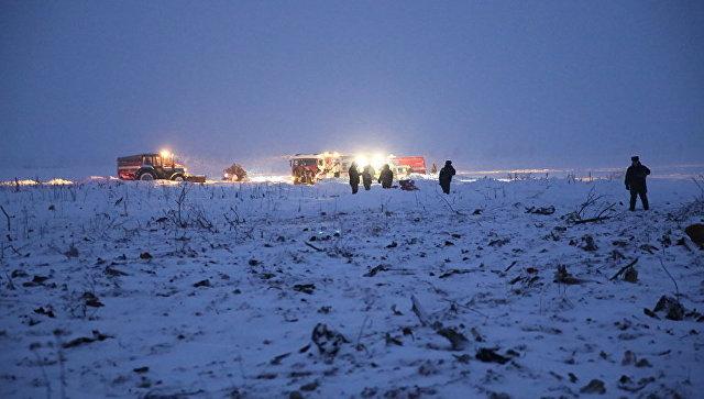 Спасатели работают на месте крушения самолета Ан-148 в Подмосковье. 11 февраля 2018