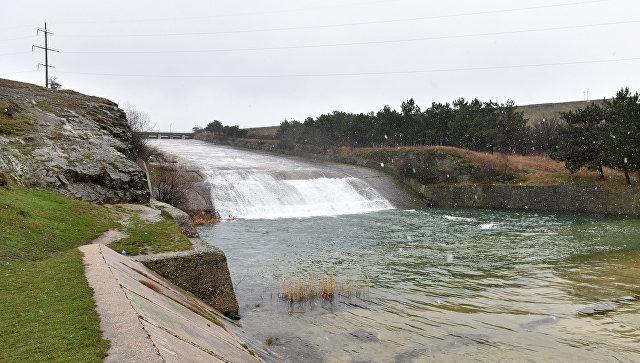 Сброс воды из симферопольского водохранилища