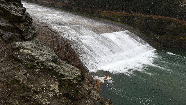 Сброс воды в реку Салгир