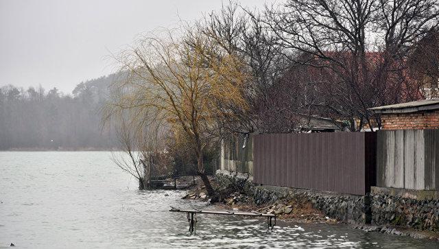Вода приблизилась к жилому сектору