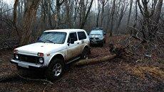 В крымских горах спасатели 11 часов искали заблудившихся автотуристов