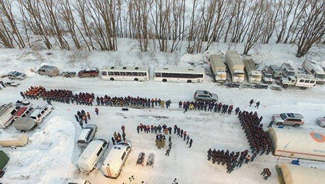 Сотрудники МЧС РФ на месте крушения самолета Ан-148 в Подмосковье. 12 февраля 2018