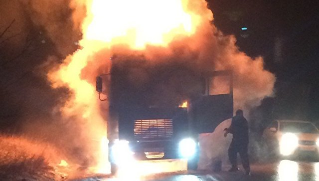 На керченской трассе сгорела фура