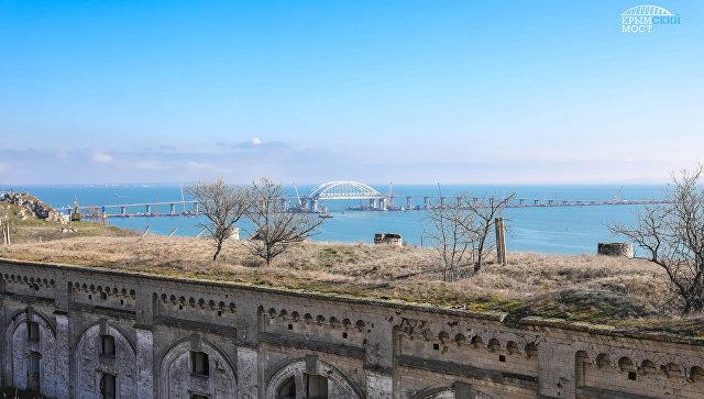 Крепость Керчь и вид на Крымский мост
