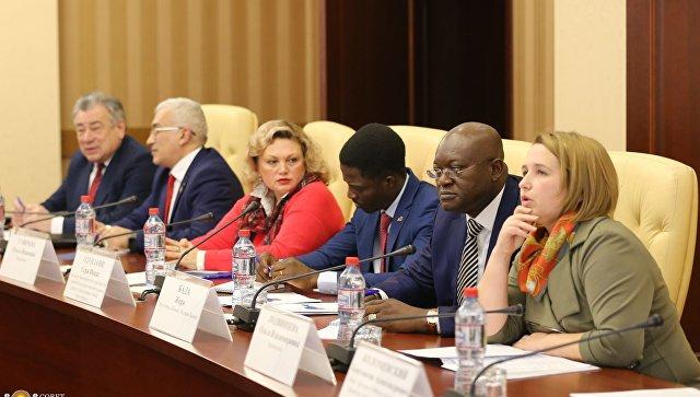 Встреча делегации Бенина с представителями властей Республики Крым в Совете министров РК