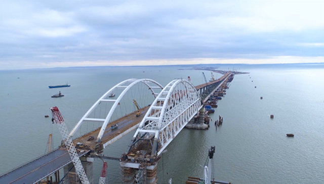 Вид на Крымской мост. Съемка с коптера