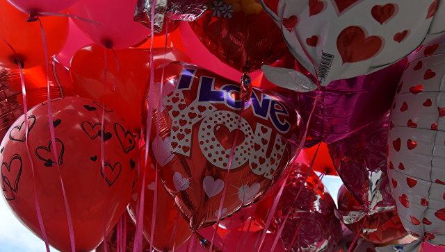Продажа воздушных шаров ко Дню святого Валентина в Симферополе