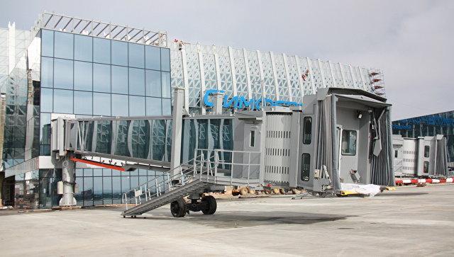 Телескопический трап в стиле Звездный войн в новом терминале аэропорта Симферополь