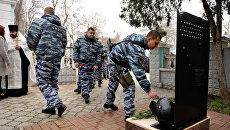 Траурное мероприятие в память о старшем прапорщике спецподразделения Беркут Андрее Федюкине, который погиб во время уличных беспорядков в Киеве в феврале 2014 года