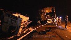 Видео: ликвидация последствий смертельного ДТП с участием фур и ВАЗа в Крыму